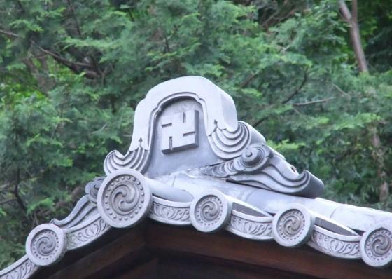 símbolo em templo budista no Japão