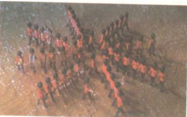 símbolo no sonho: tropas que não estão em preparativos bélicos formam uma estrela com oito braços que gira para a esquerda. Esta imagem talvez queira significar que algum conflito interior deu lugar à harmonia.